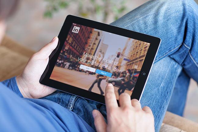 Linkedin-on-Ipad-IS-498211431