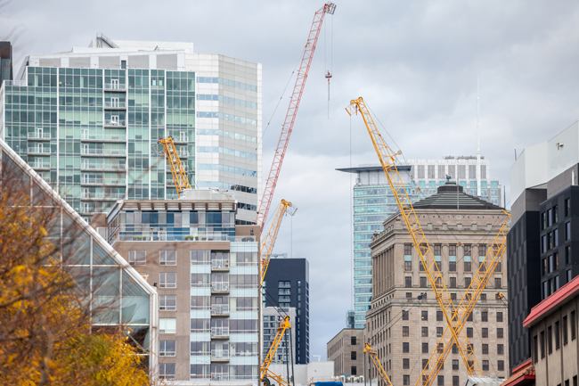 buildings-and-cranes-AS-259962766