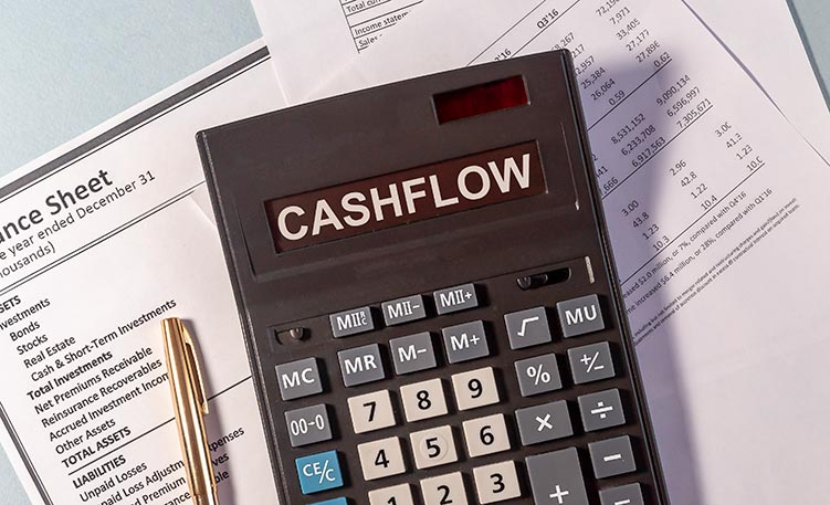 cash-flow-calculator-IS-1219993210
