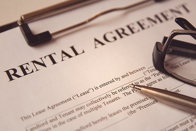 rental-agreement-clipboard-pen-glasses-IS-1156749865