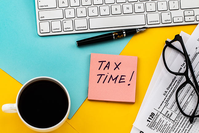 tax-time-sticky-note-pink-yellow-IS-1127781006
