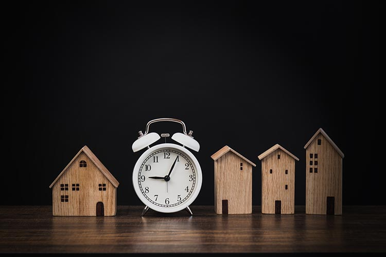 white-clock-house-IS-1221094964