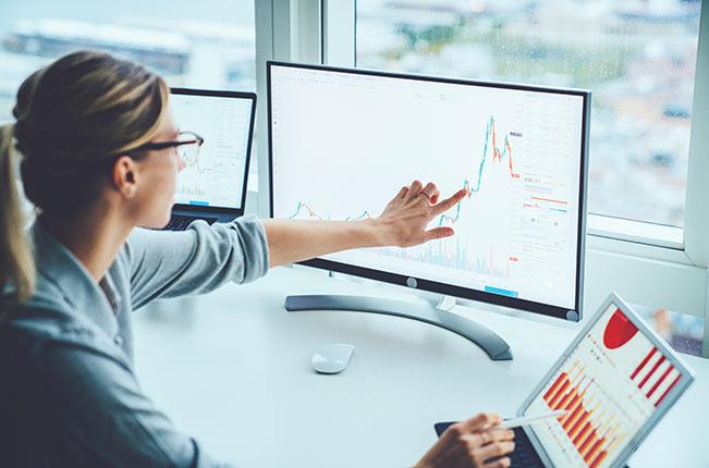 woman-computer-stocks-IS-1170740969
