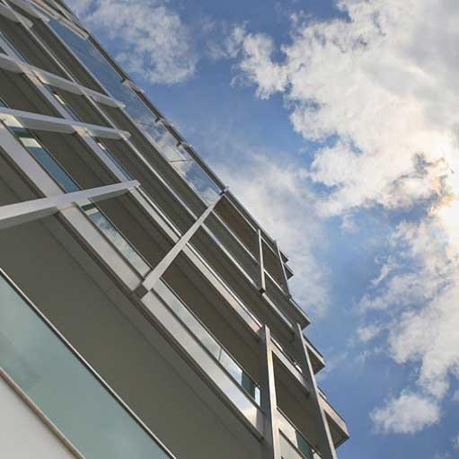 building-sky-is000066384547
